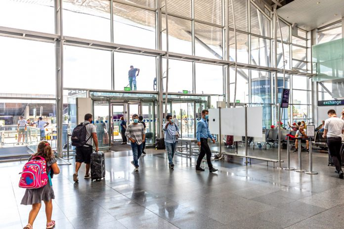 На входе в терминал аэропорта Борисполь больше нет рамок