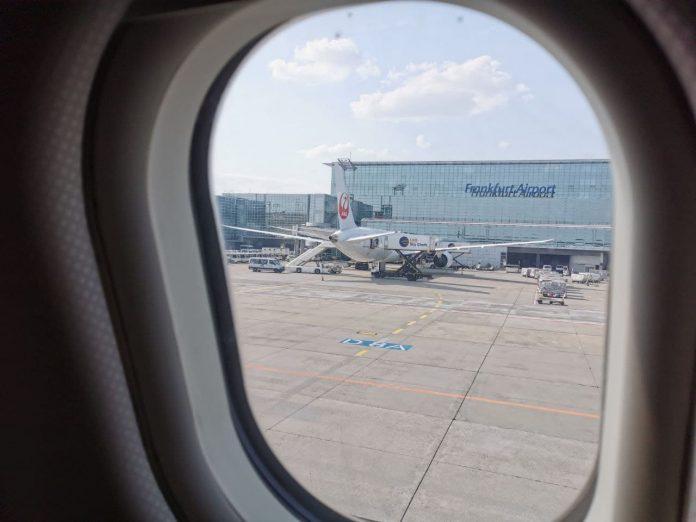 Надпись аэропорт Франкфурт на терминале