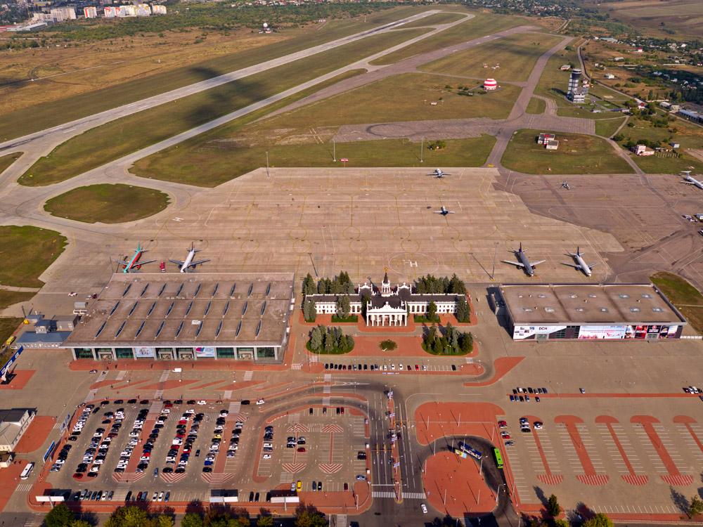 Аэропорт Харьков после реконструкции: новая полоса, слева - пассажирский терминал, по центру - VIP-терминал, справа - терминал-ангар C