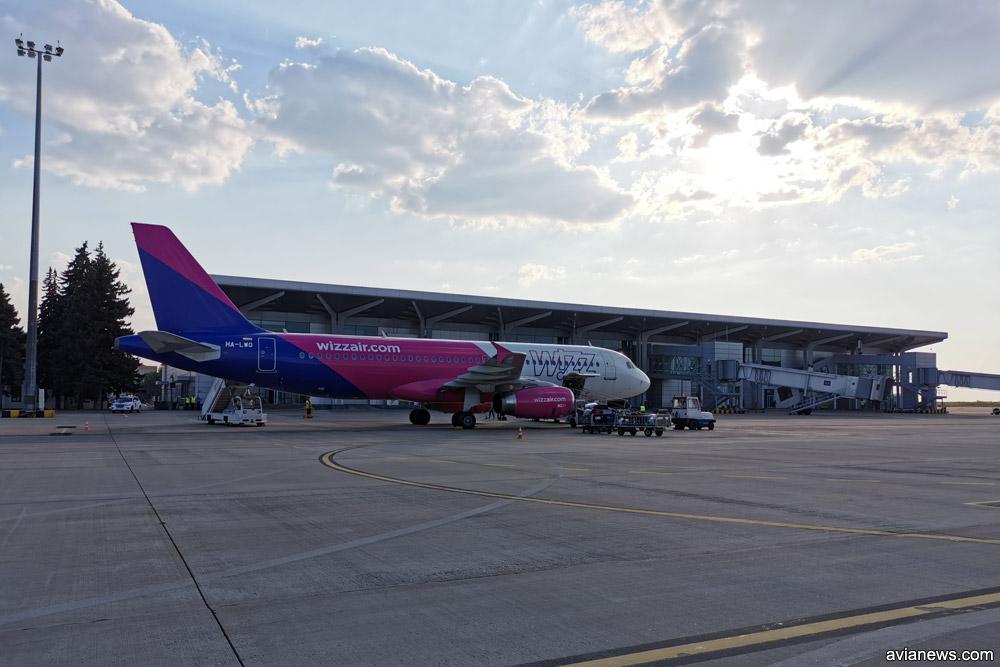 Airbus A320 Wizz Air в аэропорту Харьков