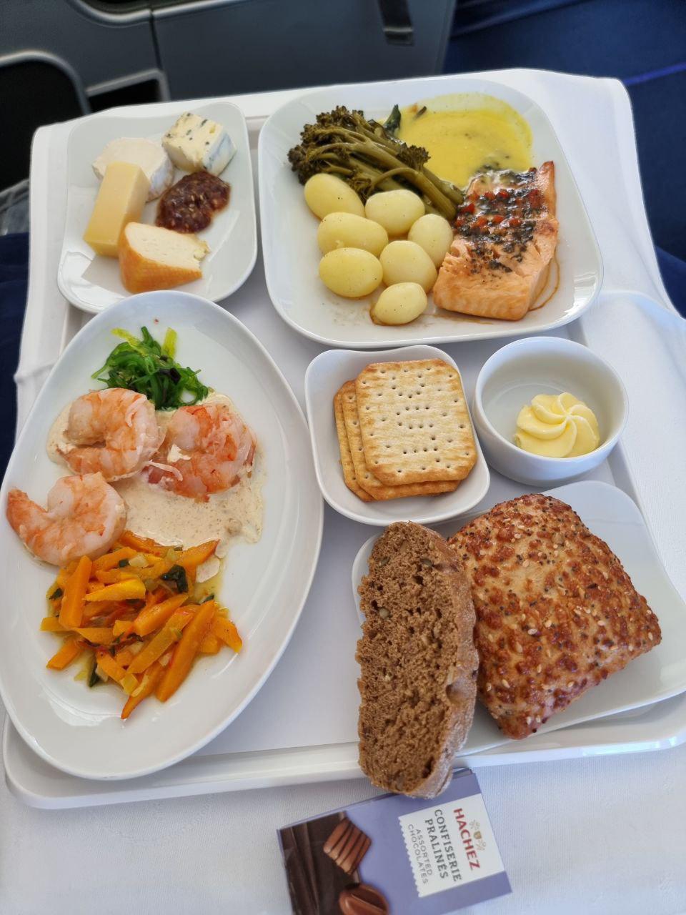 Питание на дальних рейсах в бизнес-класса Lufthansa