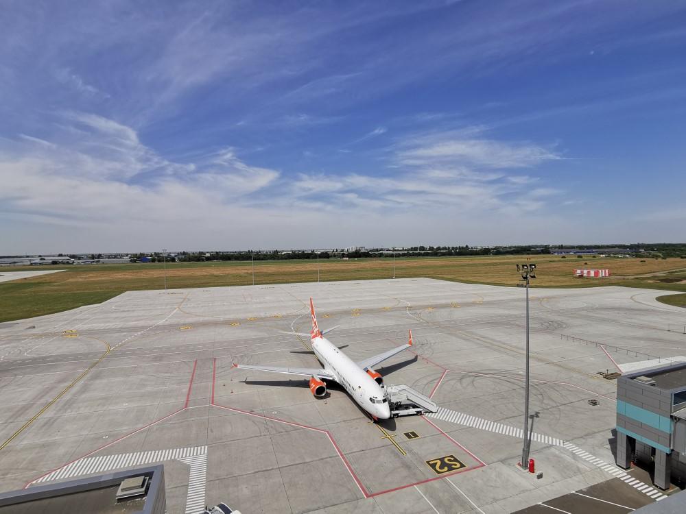 Новый перрон со стоянками для 8 самолетов в аэропорту одесса расположен рядом с новым терминалом
