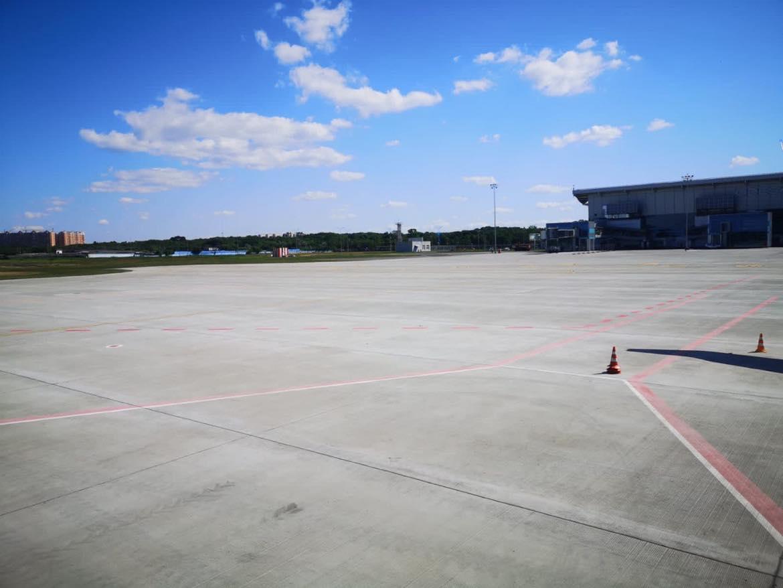 Перрон в аэропорту Одесса после ликвидации подтопления