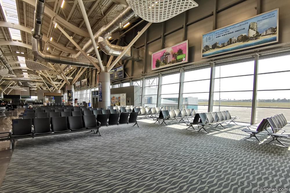 Зал вылета в новом терминале аэропорта Одесса