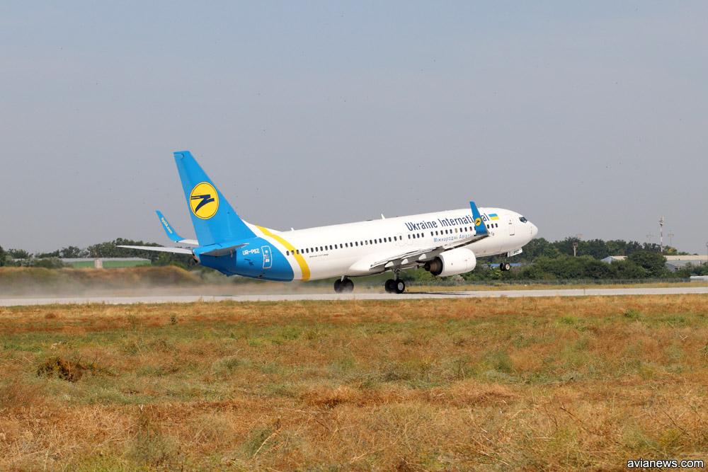 Первый взлет самолета МАУ с новой полосы в Одессе