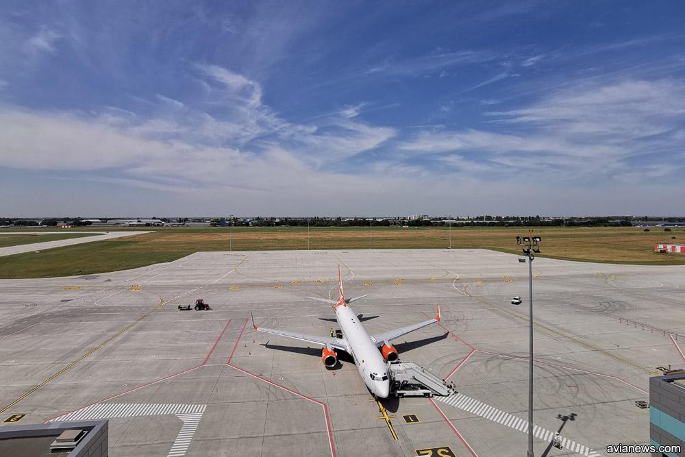 Новый перрон в аэропорту Одесса на 8 самолетов