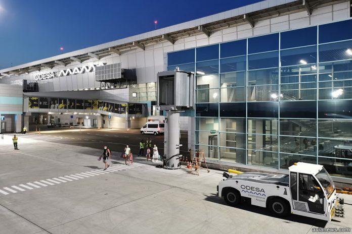 Терминал в аэропорту Одесса. Вид со стороны перрона