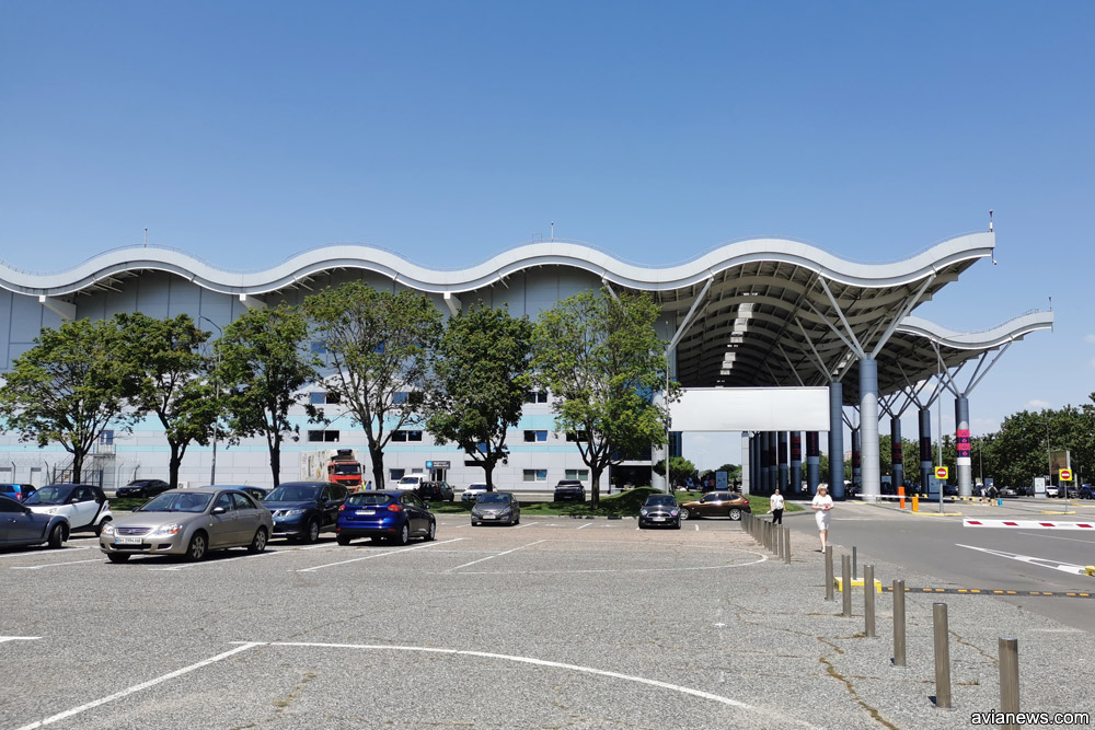 Крыша нового терминала в аэропорту Одесса в виде морской волны