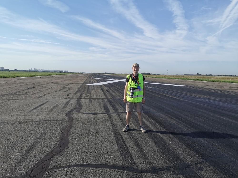Кресты на старую полосу нанесли, чтобы на нее случайно не сели самолеты