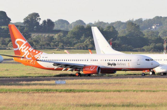 Boeing 737-800 в ливрее SkyUp с заводским номером 33029 в аэропорту Шаннон