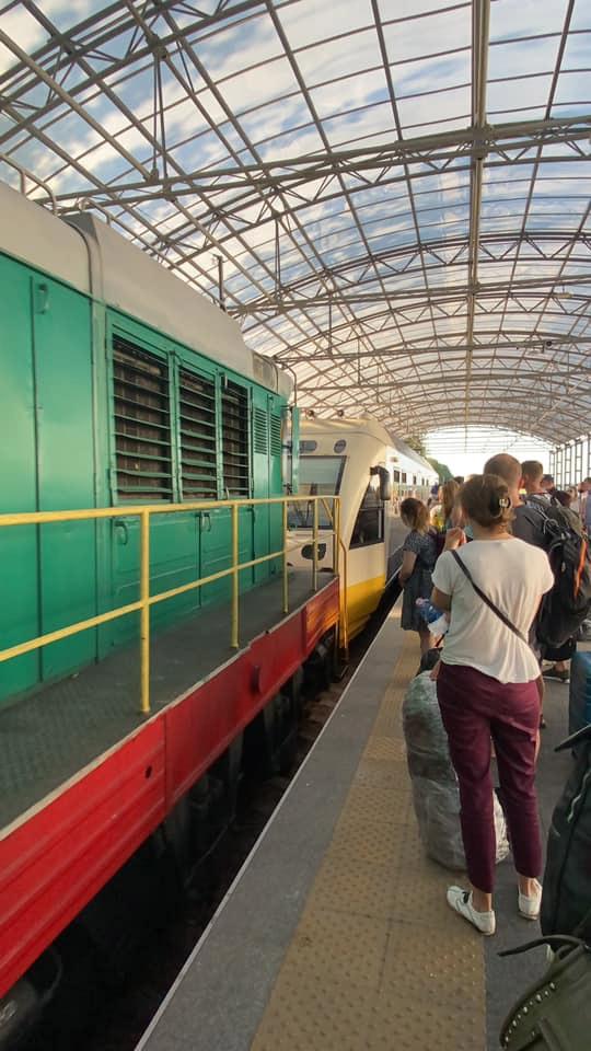 """PESA 620M - поезд """"Киев Борисполь Экспресс"""", который поломался 8 июня. Его тянул в аэропорт маневровый локомотив"""