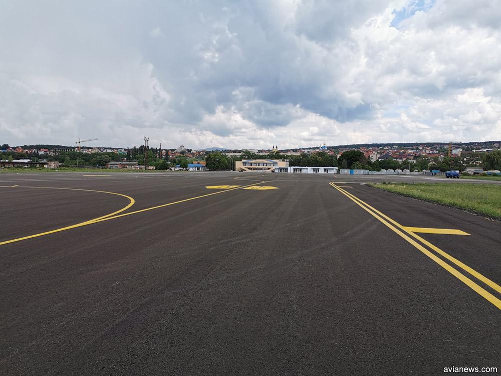 Перрон аэропорта Ужгород со стоянками для самолетов после ремонта
