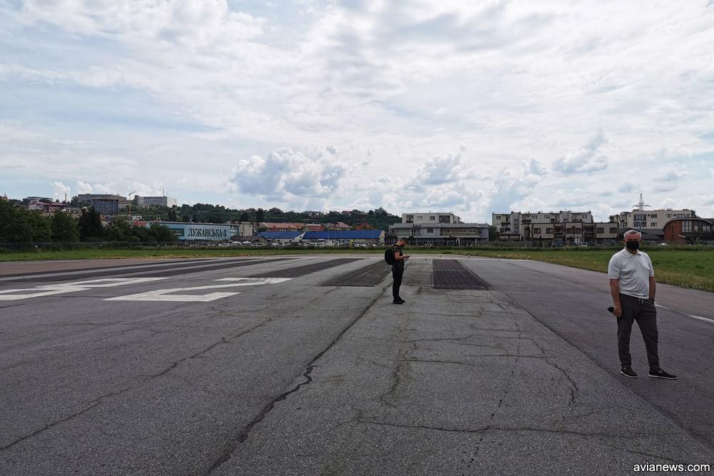 Торец полосы в Ужгороде со стороны Украины полностью застроен