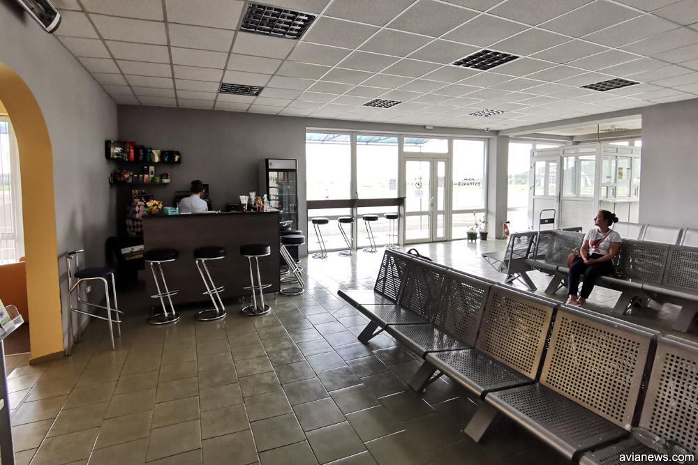 Один из двух залов вылета в аэропорту Ужгород