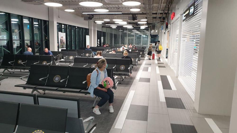 Зал вылета в новом терминале аэропорта Запорожье