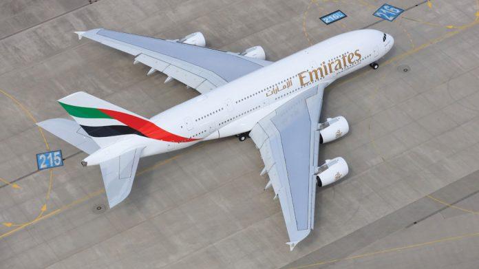 Вид с высоты на Airbus A380 Emirates
