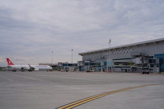 Терминал в аэропорту Одесса с четырьмя телетрапами