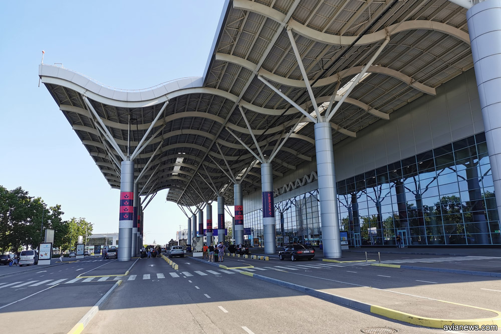 Подъездная дорога в новому терминалу в аэропорту Одесса