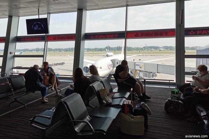Пассажиры в зале вылета аэропорта Борисполь