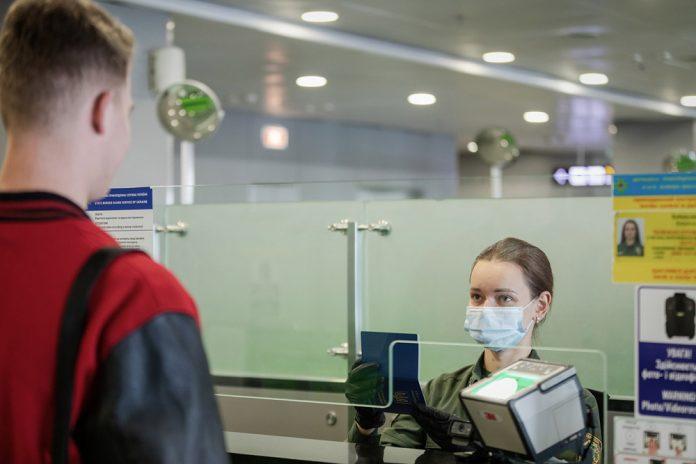 Паспортный контроль при въезде в Украину.