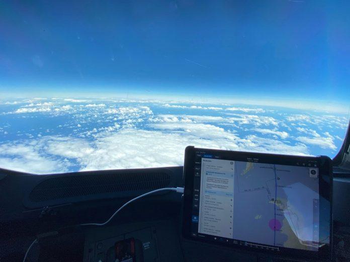 Вид из кабины пилотов рейса QF14, когда он покидал Южную Америку
