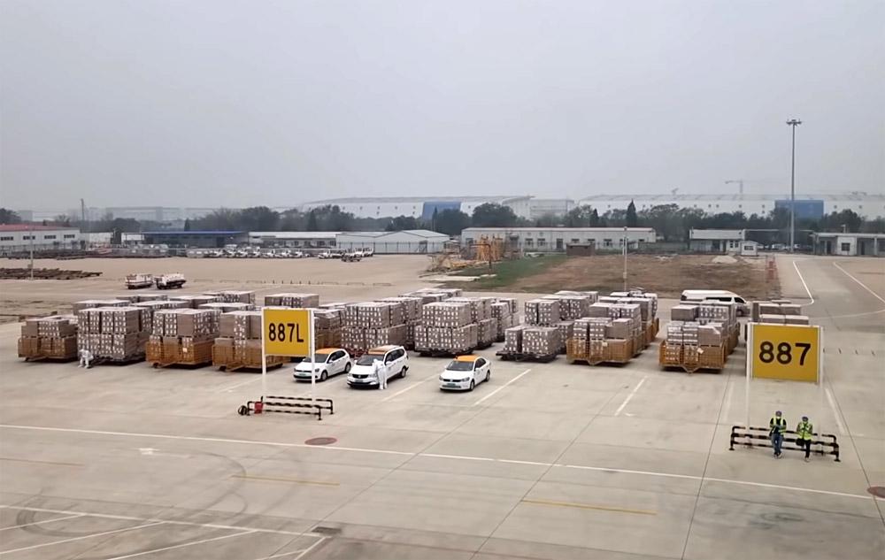 Груз из 2000 коробок, которые повезла Мрия