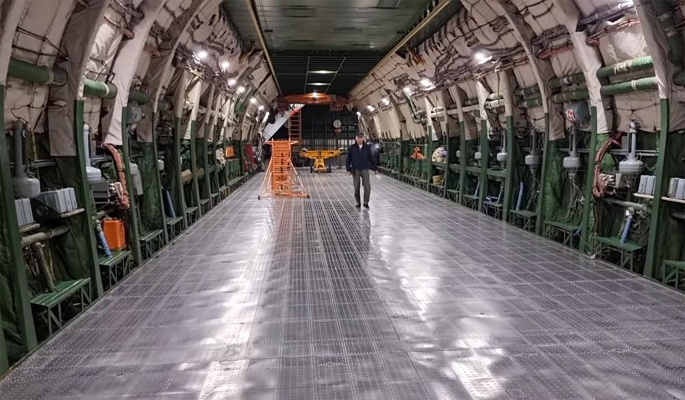 Пустая грузовая кабине Ан-225 Мрия