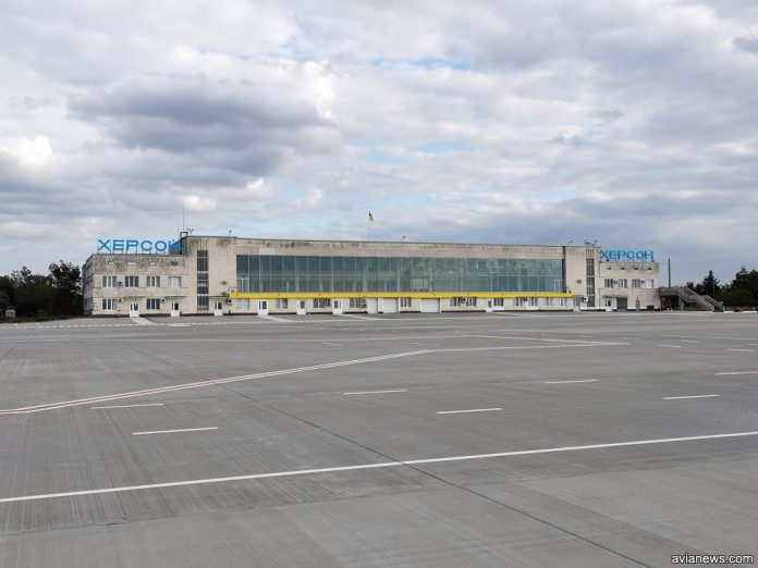 Терминал в аэропорту Херсон. Вид со стороны перрона