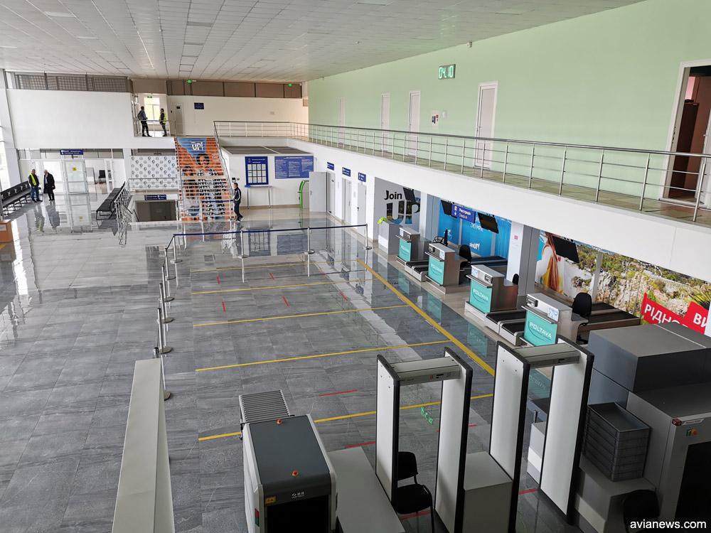Зал регистрации после ремонта в терминале в аэропорту Полтава
